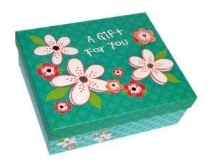 зеленая коробка в цветочек для выпуска бабочек