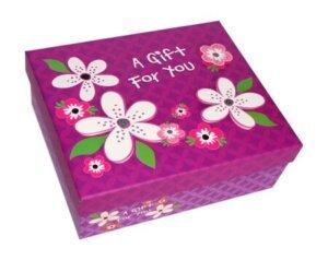 розовая коробка в цветочек