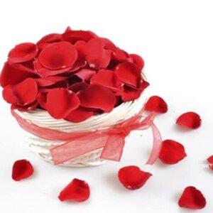 лепестки розы в коробку