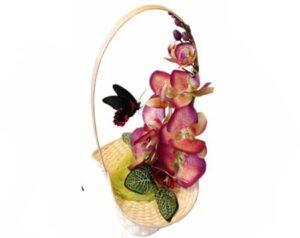 румянцева в корзине с орхидеей